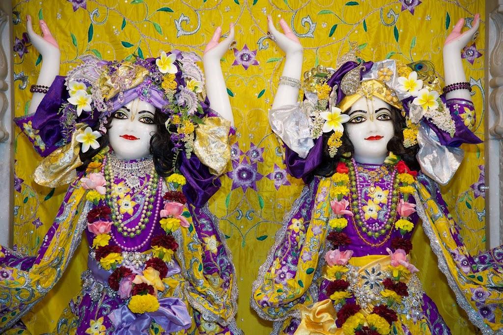 ISKCON New Govardhana Deity Darshan 22 Dec 2016 (30)