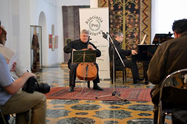 Violoncelistul Dan Cavassi - (174)
