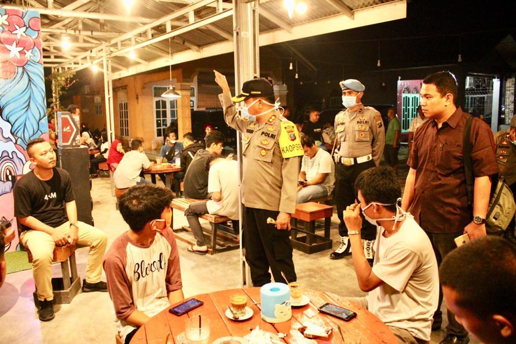 Cegah Covid 19, Kapolres Sergai Pimpin Patroli Himbauan Ke Cafe