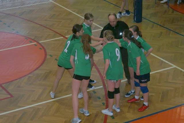 Zawody siatkarskie dziewczat 1 marca 2011 - DSC09347_1.JPG