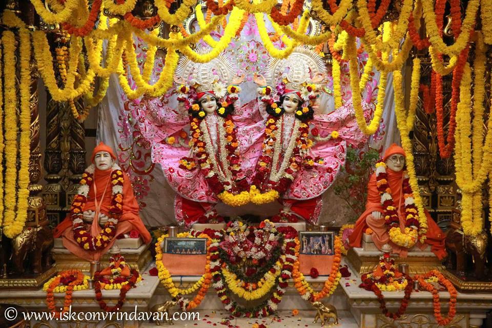 ISKCON Vrindavan Sringar Deity Darshan 06 Jan 2016 (19)
