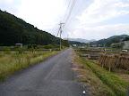 串川の横の道を行く@@@512@@@385