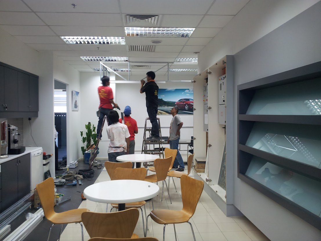 install glass partition for meeting room