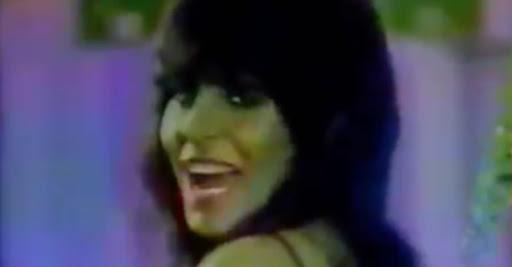 Cantora Gretchen em campanha publicitária nos anos 80 para promover uma fábrica de móveis.