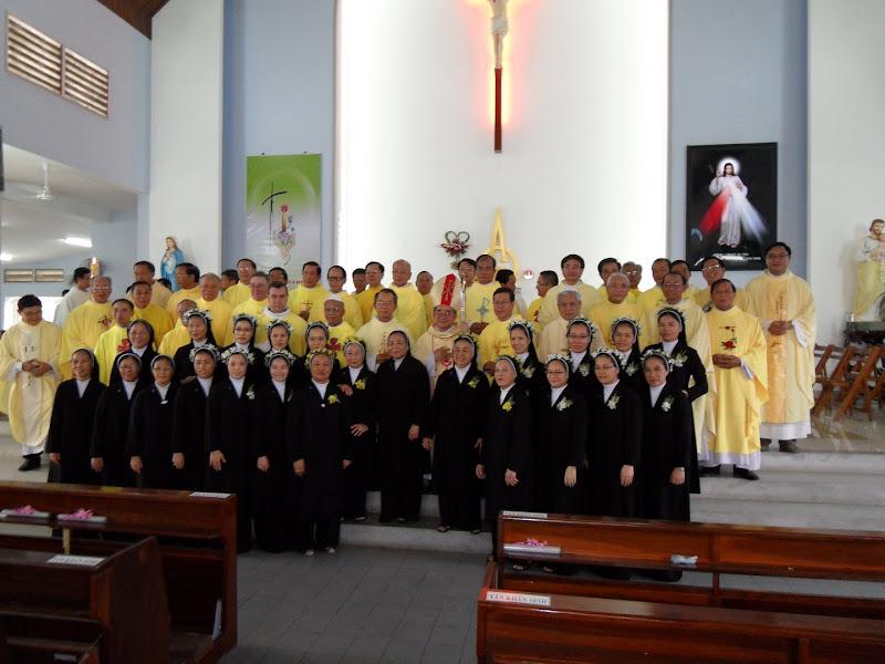 Hội Dòng Mến Thánh Giá Nha Trang: 14 nữ tu khấn trọn đời và 4 nữ tu mừng kim khánh khấn Dòng