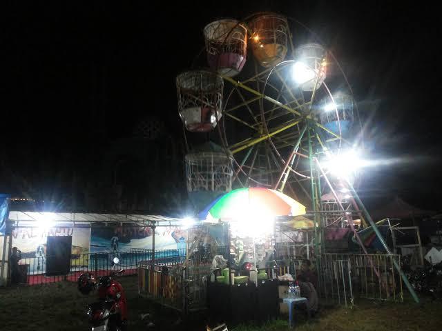 Pasar Malam Di antara Gemerlapnya Jalanan