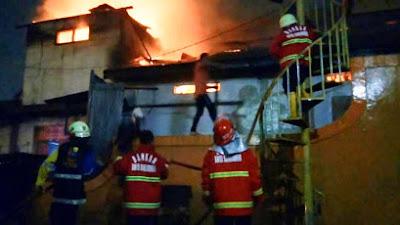 Kobaran Api Membakar Rumah Warga, Dapat Dikendalikan PMK Korem 091/ASN
