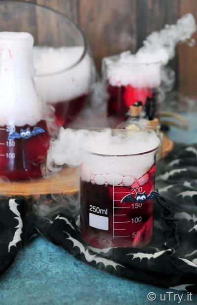 How to Make Creepy Eyeballs Halloween Brew – Kids Friendly Party Recipe 鬼異眼球萬聖節特飲   http://uTry.it