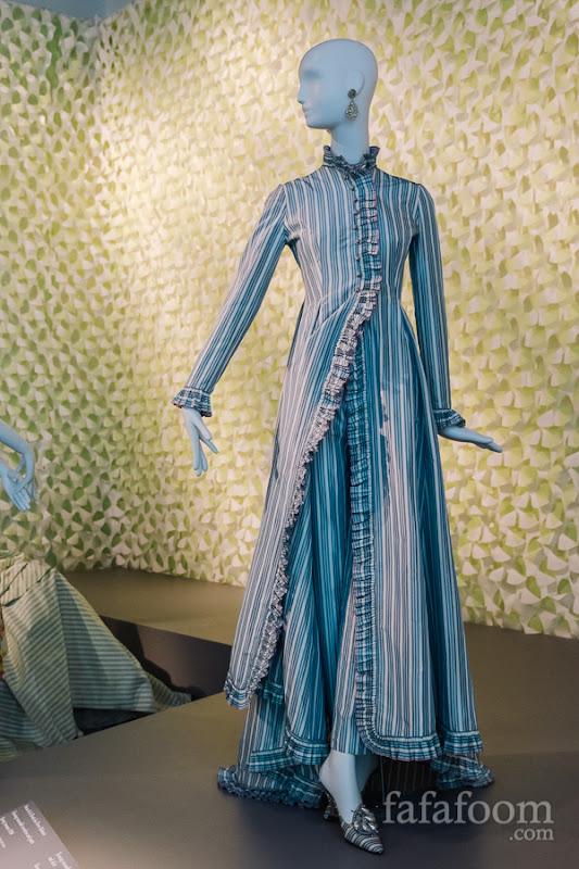 Oscar de la Renta for Pierre Balmain, Evening ensemble: overdress and pants, Spring/Summer 1998.