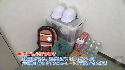peralatan, bahan dan ransel perlengkapan darurat bencana alam