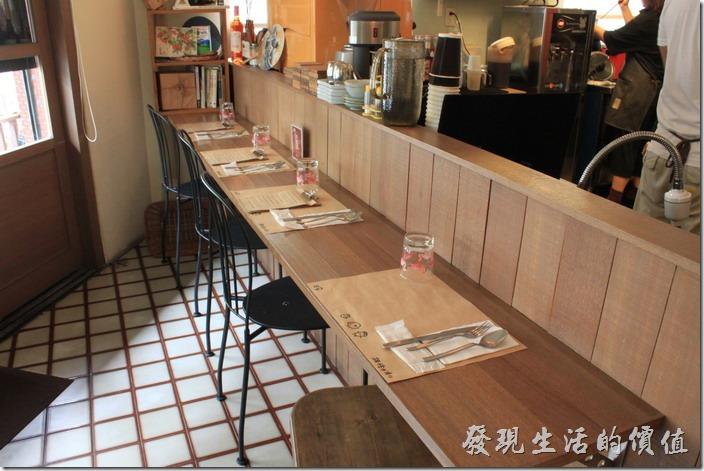台南和喫咖啡吧檯。