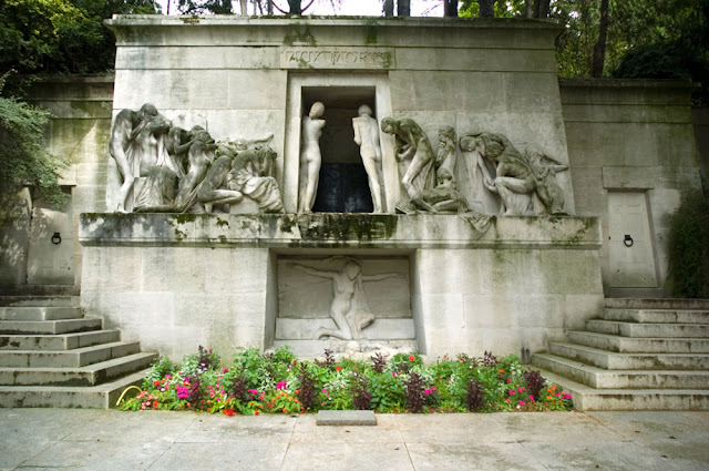 Paris cemeteries monument aux morts division 4 pere lachaise and paul albert bartholome 1848 - Chaise montmartre ...