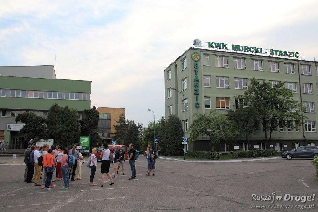 Czekamy na wejście na teren kopalni Murcki Staszic