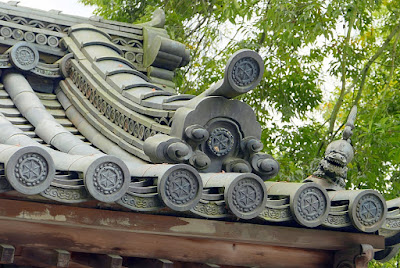 The Guardian Lion on gate roofs of Kinkakuji (Golden Pavilion) in Kyoto have a variety of great poses that are a bit humorous