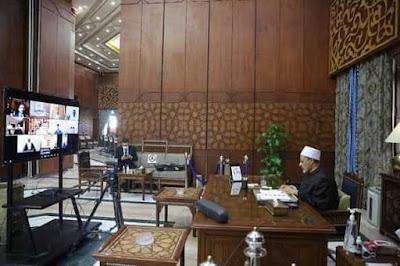 """""""حكماء المسلمين"""" يقرر تشكيل لجنة لرفع دعوى قضائية على """"تشارلي ايبدو"""" لإساءتها لنبي الرحمة"""