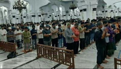 salat tarawih pertama Masjid Raya Baiturrahman