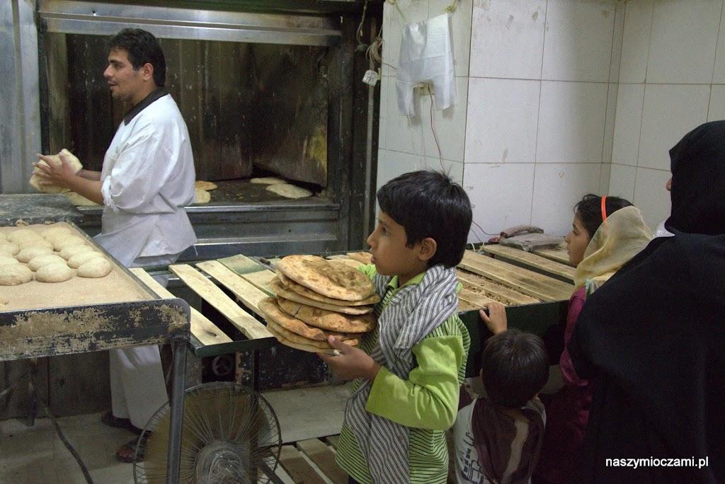 Po zmroku zajadaliśmy się chlebem w piekarni, który dostalismy już w progu:)