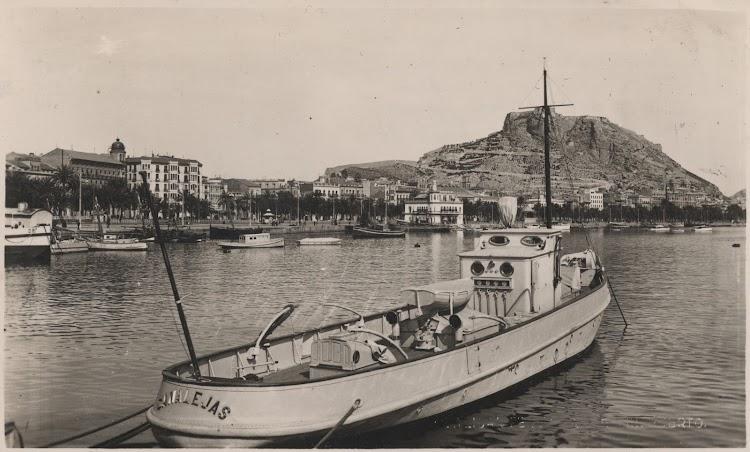 Vapor remolcador CANALEJAS ya muy transformado. Alicante. Ca. 1955. Colección Manuel Mohedano Torres. Nuestro agradecimiento.jpg