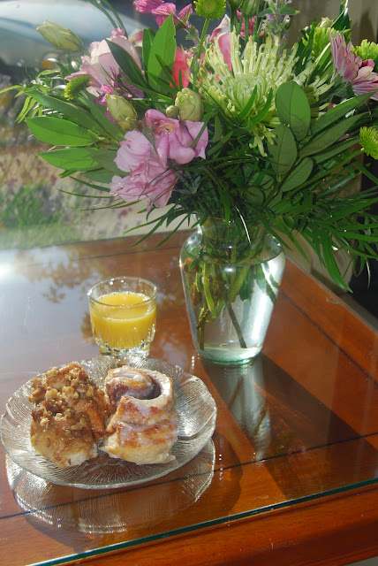 A cinnamon roll breakfast sheltered by a bouquet of flowersCredit: Bellingham Whatcom County Tourism
