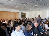 25 A konferencia rendkívül nagy népszerűségnek örvendett.JPG