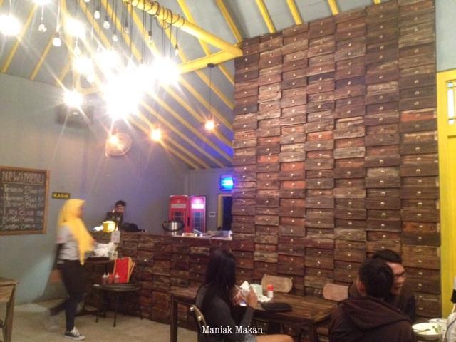 maniak-makan-kulineran-solo-killing-mie-badran-kotabarat-interior