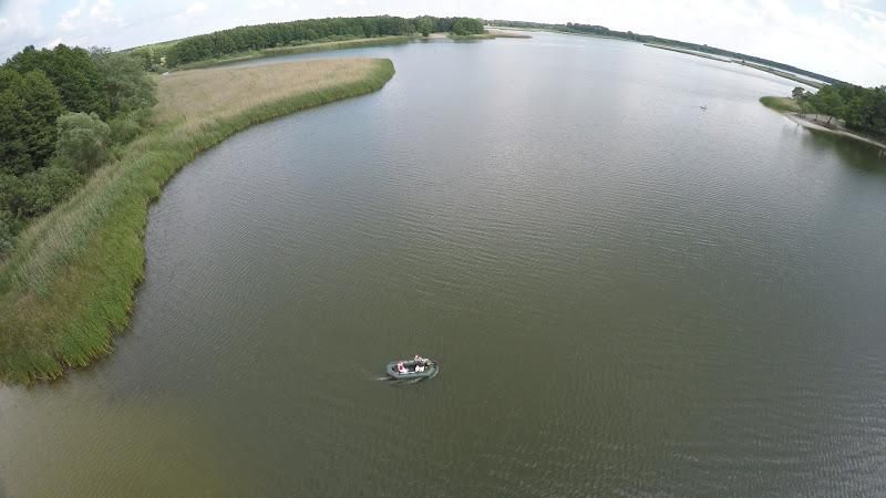 wynajem drona zdjęcia z lotu ptaka z drona jezioro w Pieckach koło Bydgoszczy z lotu ptaka