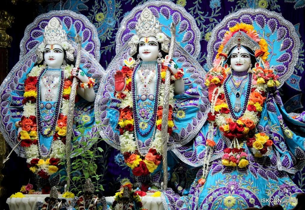 ISKCON Juhu Sringar Deity Darshan 17 Aug 2016 (16)