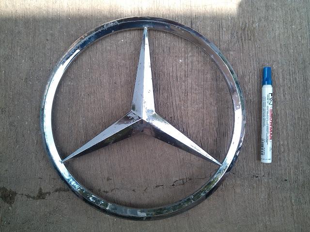 Logo Besar Logam Mercedes Benz