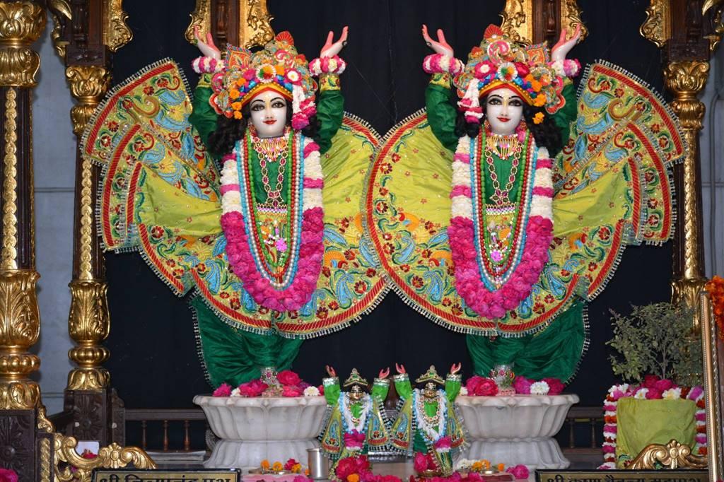 ISKCON Ujjain Deity Darshan 03 Feb 2016 (3)