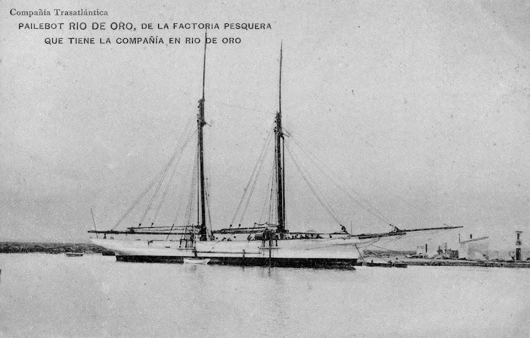 Pailebote RIO DE ORO descargando bidones de agua. Rio de Oro. Ca. 1920. Arxiu Fotográfic del Museu Maritim de Barcelona. Nuestro agradecimiento a Solvia Dahl.JPG