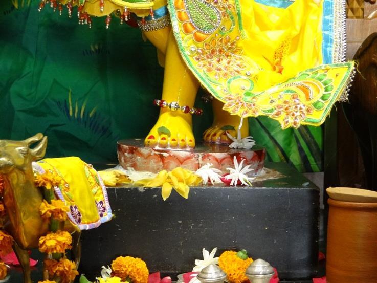 ISKCON Nigdi Deity Darshan 08 April 2016 (13)