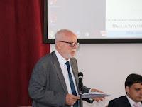 24 Bencze Lóránt a Manysi igazgatója üdvözli a konferencia résztvevőit.JPG