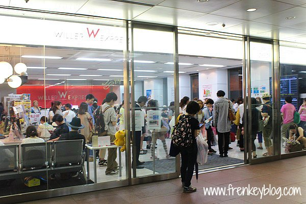 Check In Counter Willer Express Bus di Shinjuku Sumitomo Building