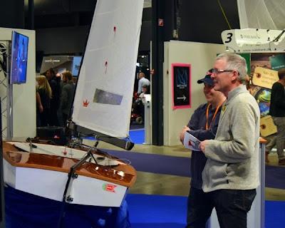 HSS'ere på OK-jollernes stand på BoatShow