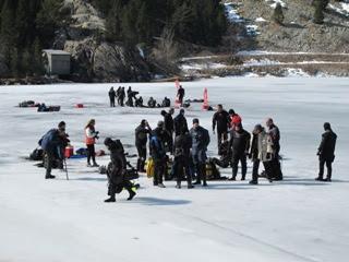 Inmersión sin medidas de seguridad y demasiada gente alrededor del agujero