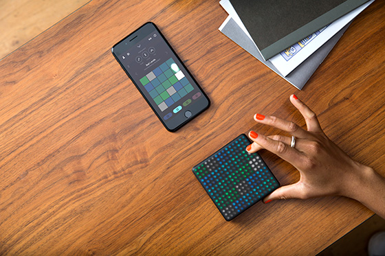ROLI Lightpad Block M Lifestyle5 560