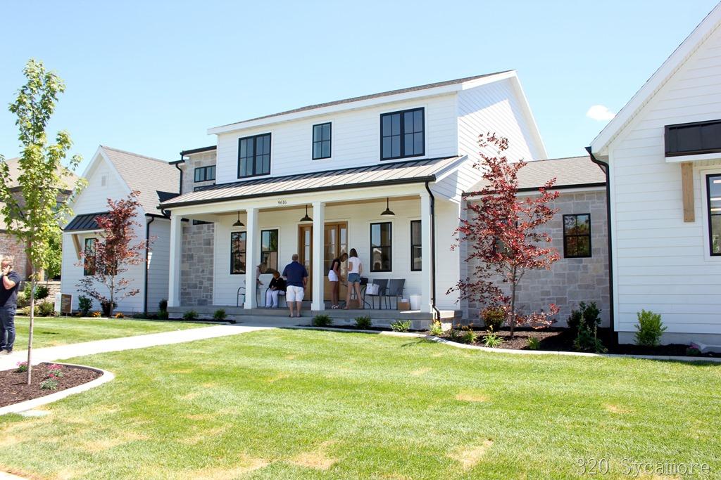 [modern+farmhouse+stone+black+windows%5B2%5D]