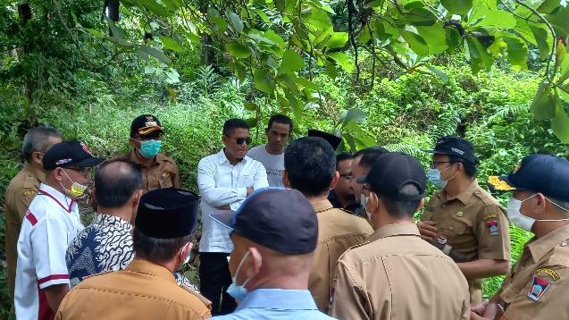 Ketua DPRD Syafrial Kani dan Wako Padang Hendri Septa beserta jajaran Tinjau Rencana Lokasi Pembangunan SMP 44 di Piai Tangah.
