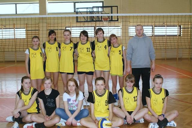 Zawody siatkarskie dziewczat 1 marca 2011 - DSC09391_1.JPG