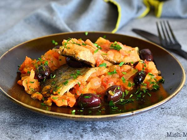 Задушена пъстърва със зеленчуци и маслини