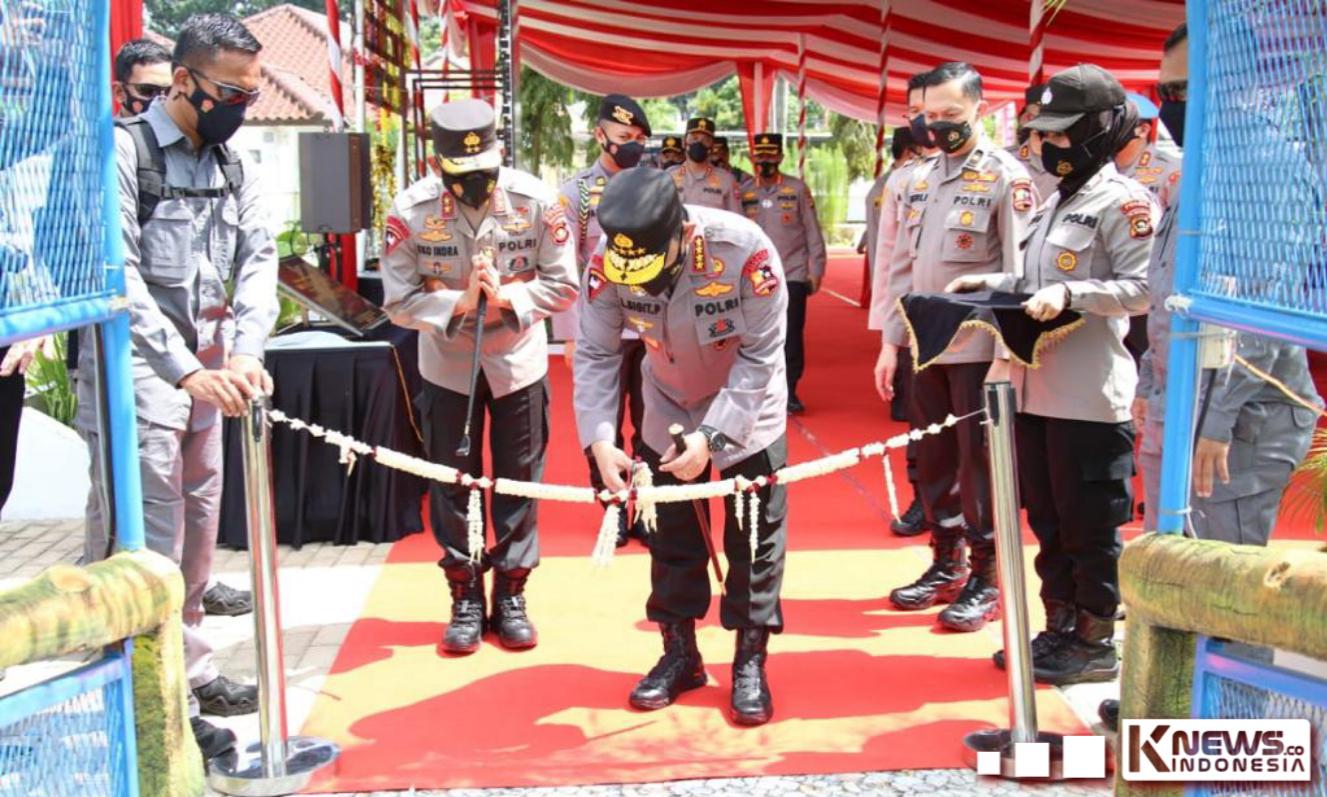 Kapolri Resmikan Kampung Tangguh dan Launching Aplikasi Polisi Dulur Kito