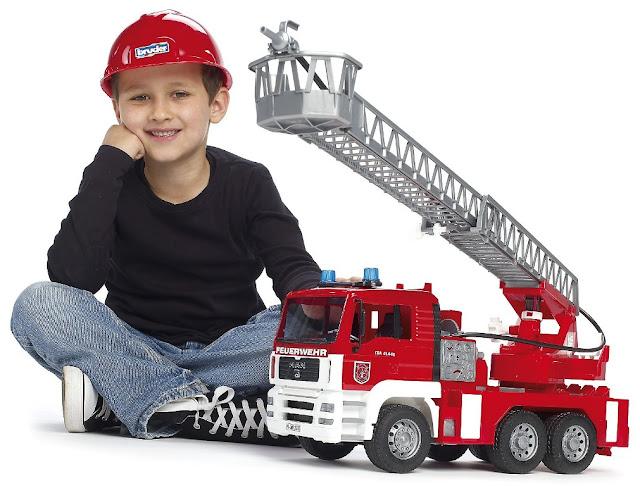 Chiếc Xe cứu hỏa MAN TGA Fire Engine Bruder 02771 màu đỏ thật đẹp mắt