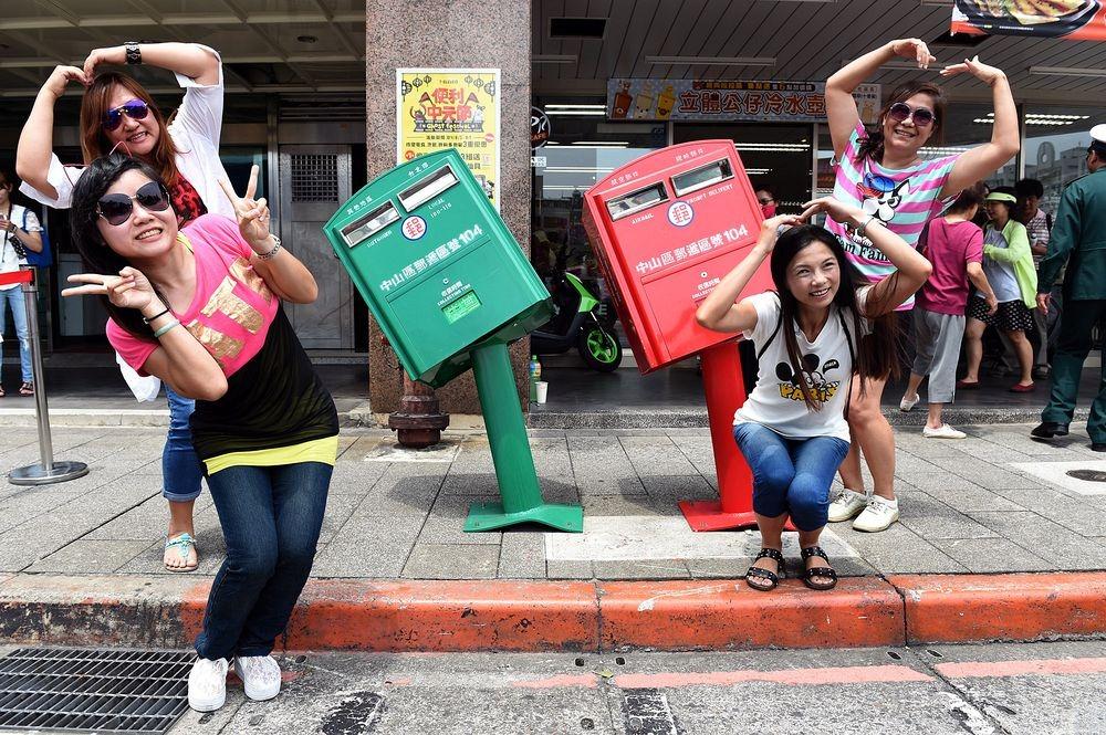 taipei-crooked-mailboxes-2