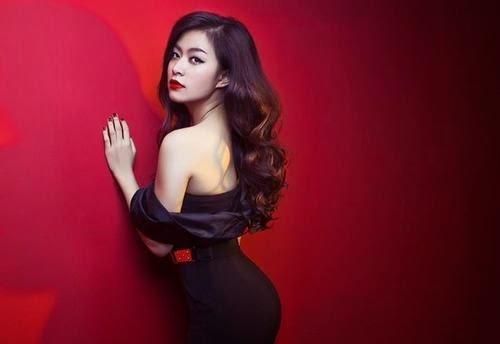 Hoàng Thùy Linh cuốn hút với những bộ váy gợi cảm