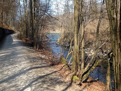 Radweg an der Aare zwischen Thun und Bern