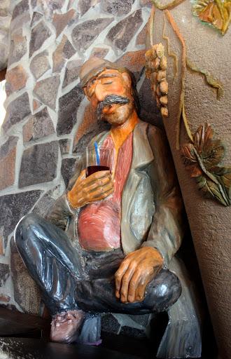 фигурка из глины в ресторане Ноев Ковчег в Уссурийске