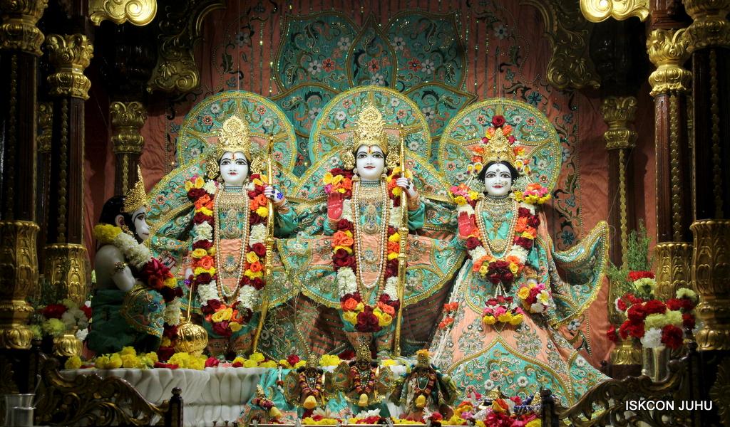 ISKCON Juhu Sringar Deity Darshan on 19th Jan 2017 (24)