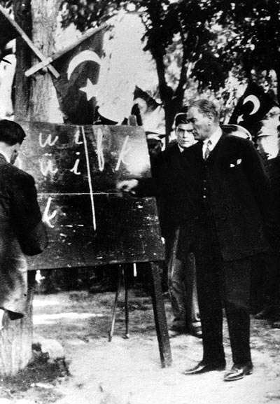 파일:external/upload.wikimedia.org/Ataturk-September_20%2C_1928.jpg