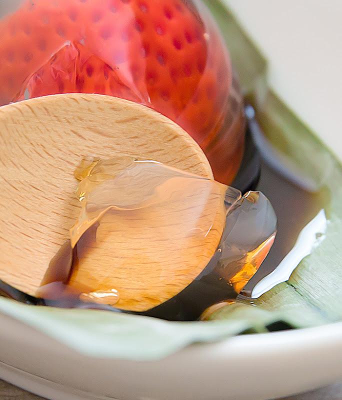 close-up photo of strawberry raindrop cake
