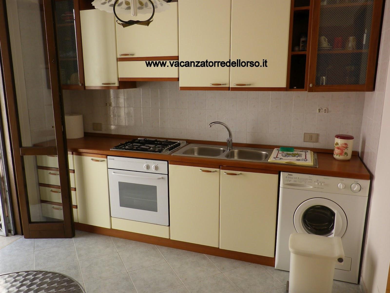 Cucina bagno vacanza torre dell 39 orso - Lavatrice cucina ...